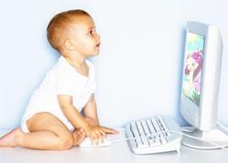 【画像】赤ん坊とパソコン