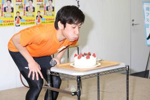 イベントで誕生日を祝われた織田信成