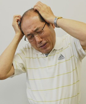 <桐谷さん画像>頭を抱えて悩む、株主優待で話題の桐谷さんこと桐谷広人氏。有名な格言について、自身のエピソードを交えて解説。