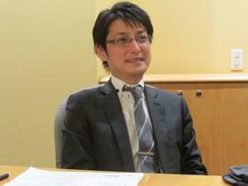 【画像】インタビューに答える浅井鉄平さん