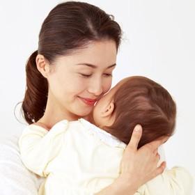 【画像】赤ちゃんを抱くママ