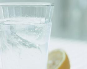 【画像】コップに入った水