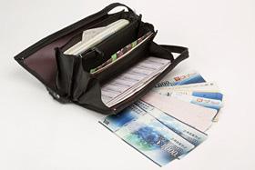 画像/優待券がぎっしり詰まったお財布