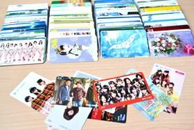 <画像>株主優待で話題の桐谷さんこと桐谷広人氏が保有している優待品のQUOカード&図書カード一式