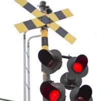 電車と車両の【衝突事故】 役立つ「自動車保険」の補償とは?