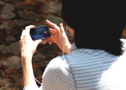 画像/アプリで英会話を勉強しているイメージ
