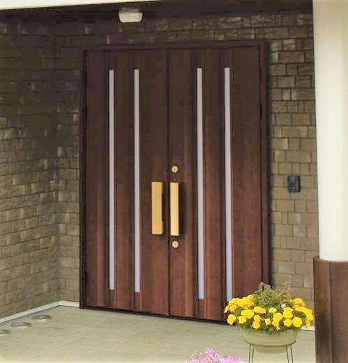 両開きドア(出典:三協アルミ「ラフォース」)