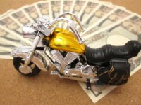 未成年のバイク保険はなぜ安くないのか