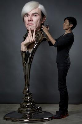 アンディ・ウォーホールの彫像と辻一弘氏