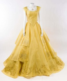 『美女と野獣(2017 年)』 ダンスシーンに使用されたベルのドレス(C)Disney