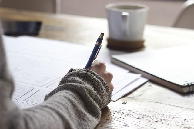 通信教育は1人でも勉強を続けられることが重要(写真はイメージ)