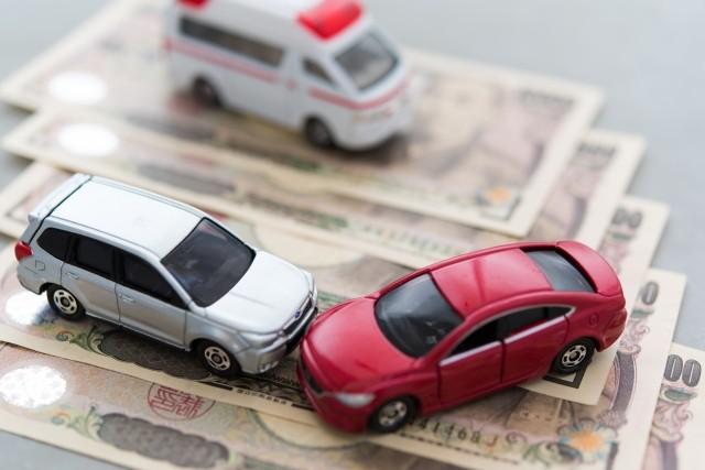 自動車保険の「人身傷害補償保険」と「搭乗者傷害保険」はどう違う?