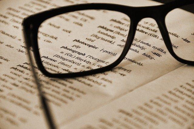 英語の本と眼鏡