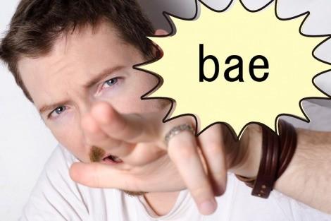 baeと叫ぶ男性